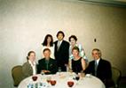 テーブル左側:独自の頭蓋骨治療医 Dr.カーティス・バディング